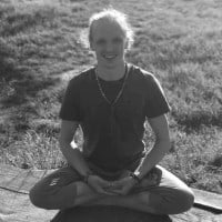 Roland Steinmaßl - NoYoga Elixhausen - Lotussitz mit Mala für Meditation